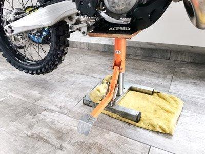 Dirt-Bike aufbocken