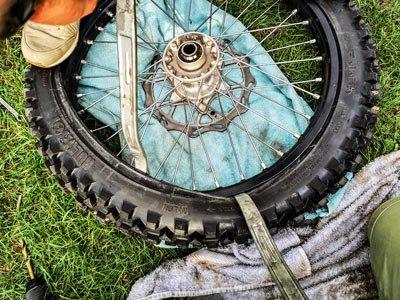 Motocross- und Enduro Schlauch selber wechseln: Achte immer auf den Schlauch!