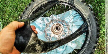 Motocross- und Enduroschlauch unterwegs schnell selber wechseln